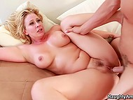 MILF loves feeling hot cum on bottom and motivates stepson to cover her buttocks with his love juice