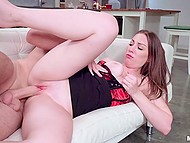 Friends don't come to play games so guy nails on couch his comely girlfriend Jessie Wylde 5