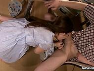 Развратнейшая японская тёлочка получает удовольствие, когда сосёт, ведь она секс-робот