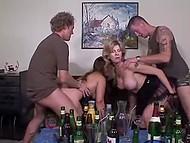 Nach ein paar drinks zwei deutschen geschafft, zu verführen und buttfuck ein paar heiße Damen