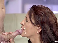Chunky lady with hairy pussy gets to feel guy's hot tongue and decides to give him a blowjob 11
