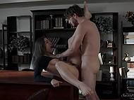 Похотливая красотка вознаграждает парня за отличный куни страстным минетом и сексом