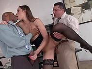 Como se vê, há um monte de lascivos cadelas entre secretários que desejam ter sexo com chefes e colegas de trabalho