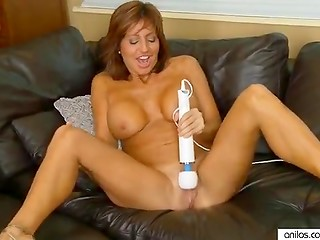 Busty cougar fooling around with vibrator