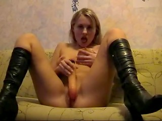 Latvian blonde in boots toying her juicy twat - porno video bez maksas