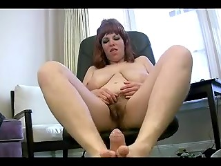 Mature BBW with a hairy pussy happily accepted a stranger's offer to fuck her