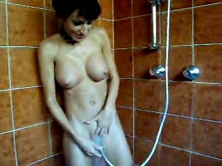 Brunette hottie masturbates with shower head