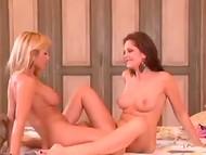 Обворожительная порнозвезда Sandra Shine в сексуальной ночнушке приворожила куннилингусом вагину подружки