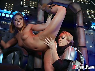 Принцесса Лея и подруга в форме штурмовика занялись в рубке корабля жарким сексом
