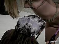 Парень поливает тело озорницы горячим воском, но смягчает наказание вибратором у её вагины 7