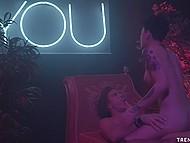 Мулаточка с секси ножками даёт в рот и киску любимому порнушнику Mick Blue 8
