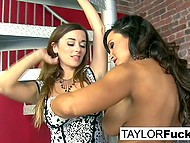 Lesbian Taylor Vixen manages to work together with tanned pornstar Lisa Ann with big breasts 4