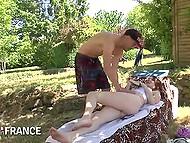 Худенькая девочка кайфует, отсасывая пенис садовнику, ведь она пристрастилась к минетам 10