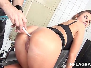 Male from the hospital happened to be crushed on MILF and could do anything just to fuck her ass