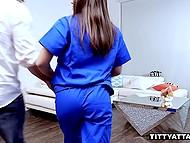 Горячая латинская медсестра Ella Knox с супер-секси сисечками трахнута пациентом 5