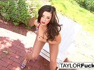 Похотливая Taylor Vixen с натуральными титечками сняла одежду и засунула пальчики в писечку 8