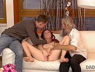 Нахальная девочка делает это орально своему мужику, чтобы свёкор увидел какая она соска 11