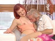 Нахальная девочка делает это орально своему мужику, чтобы свёкор увидел какая она соска 4