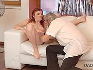 Нахальная девочка делает это орально своему мужику, чтобы свёкор увидел какая она соска 5