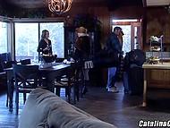 Соблазнительная Catalina Cruz с большими сисечками раскрепощает швейцарского любовника для оральных потрахушек 5
