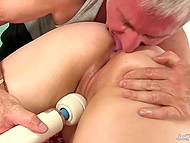 Diva loves hands of masseur but when he pushes buzzing vibrator to her snatch, BBW cums 9