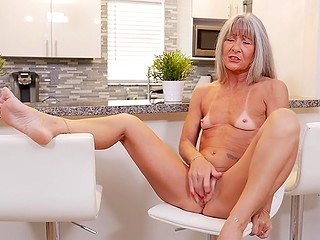Old minx with tanned body comes to the kitchen to gladden excited pussy with fingers