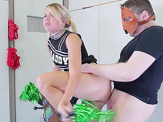 Cheerleader's bad behavior is the reason why stepdad in leather mask drills her asshole
