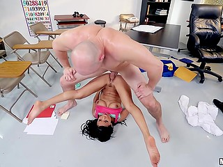 Latina college girl Vivianna Mulino celebrates graduation by being nailed in class with fat fuckstick