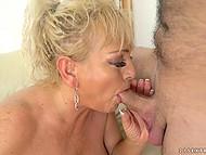 Зрелая блондинка Magdi охотно делится сексуальным опытом с её новым любовником 4