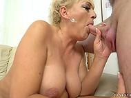 Зрелая блондинка Magdi охотно делится сексуальным опытом с её новым любовником 7