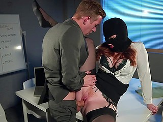 Office spy Zara DuRose seduces boss of another company to take important documents