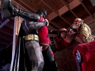 Дерзкая злодейка Harley Quinn забыла о возлюбленном Joker ради перепихона с Batman