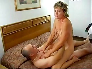 Guy and picked up MILF Ruthie go to the hotel room with clear purpose