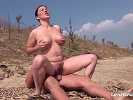 A strange man coaxes MILF with natural tits and her BF to have threeway on the beach