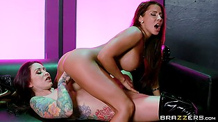Lesbian stripper Monique Alexander makes a surprise for Madison Ivy in the form of sex