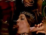 Царица выпивает вина и у неё возникает желание устроить групповые оральные шалости 11