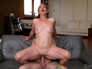 MILF wants to have fun like in good old times and takes younger fucker home for humping
