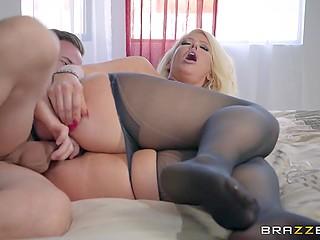 Грудастая блонда с огромной пятой точкой Alura Jenson громко стонет, получая удовольствие от ебли с пасынком