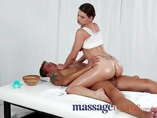 Bewitching brunette masseuse understood subtle hints of the lecherous client