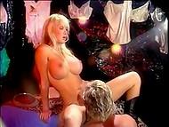 Чумовая гламурная блонда с огромными сисяндрами легко разводится опытным любовником старшего поколения