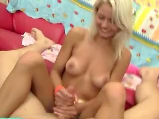 Загорелая блондинка смущённо ласкает член и занимается сексом