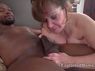 Зрелая пышная женщина с огромными бидонами получает очень большой чёрный пенис 10