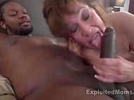 Зрелая пышная женщина с огромными бидонами получает очень большой чёрный пенис