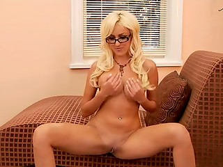 Sexy blonde MILF masturbates her pretty shaved pussy in the solo XXX video
