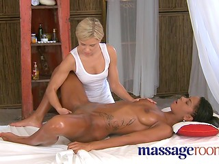 Dark-skinned Alexandra gets her pussy pleased by white masseuse