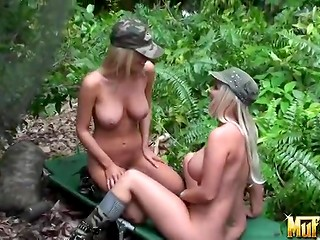 Two blonde military girls love to lick muff