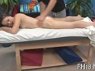 Стройная брюнеточка, насладившись эротическим  массажем, захотела по-собачьи  6