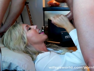 Beautiful mature doctor sucks cock ans swallows warm cum