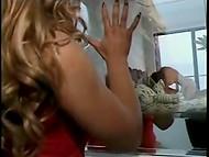 Винтажное порно видео показывает страстную постельную сцену волосатого мужика и умелой брюнетки 5