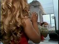 Винтажное порно видео показывает страстную постельную сцену волосатого мужика и умелой брюнетки 6